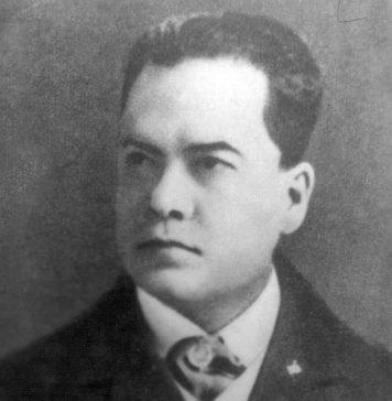 Su comienzo se asocia con la publicación, en 1888, de Azul, del poeta nicaragüense Rubén Darío, libro de cuentos y poemas considerado una de las obras más relevantes del modernismo hispánico.
