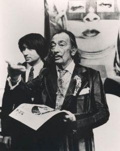 Oscar Tusquets Blanca junto a Salvador Dalí en uno de los muchos actos que compartieron. | Oriol Maspons