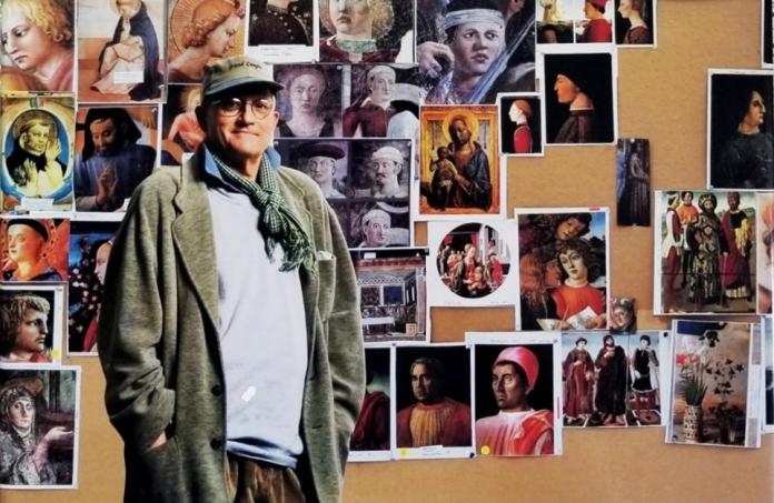 David Hockney, ante algunos cuadros que investigó. DAVID HOCKNEY
