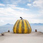 """Yayoi Kusama, """"Yellow Pumpkin,"""" 1994 (Fotos de stock de Adam Rifi/Shutterstock)"""